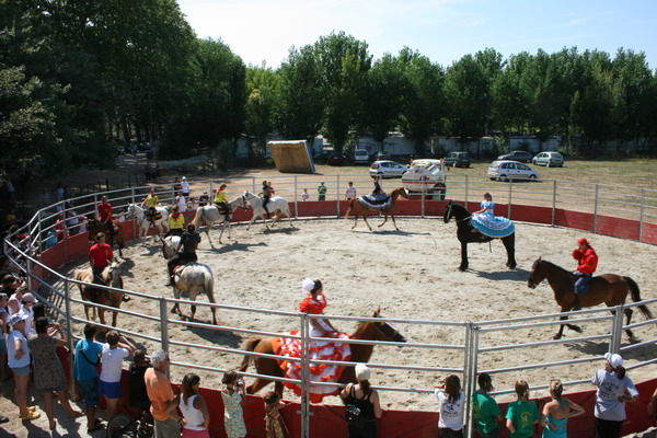 spectacle d'equitation a villeneuve les beziers pendant la feria